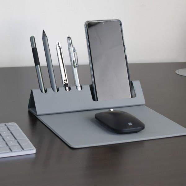Herramienta de escritorio portátil multifunción es una almohadilla de ratón, porta teléfono y porta plumas.